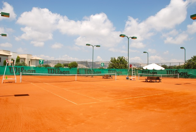 With 4 clay courts, and 4 hard courts, professional coaches and a Proshop